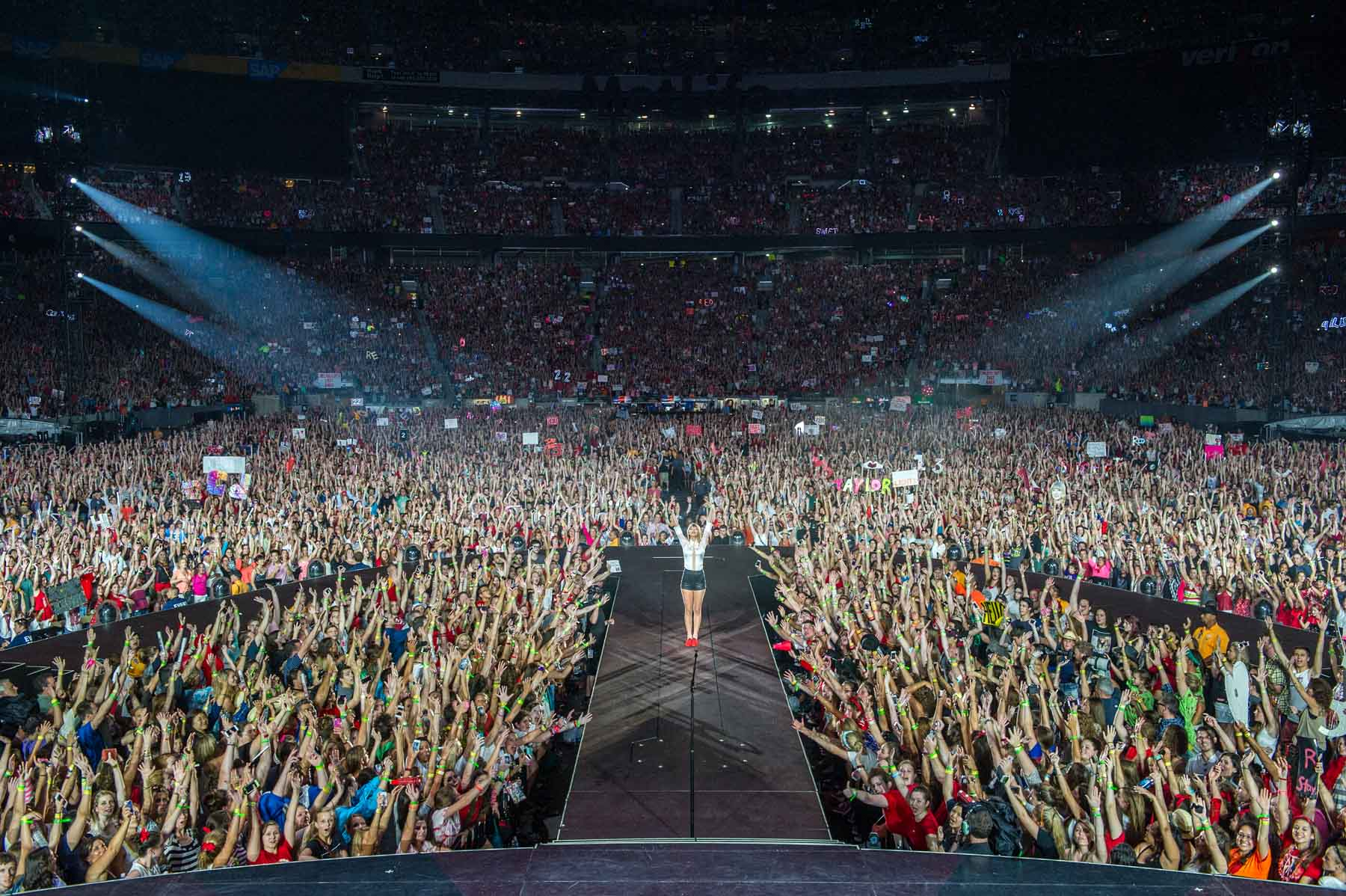 Taylor Swift with Audience